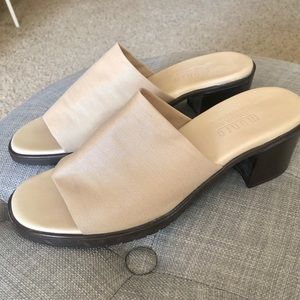 Munro Beth Slide Sandal Shock Absorbing Heel 8.5